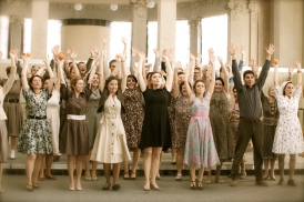 """Intende Voci Chorus nello spettacolo """"Volver"""" su musiche di M. Castelnuovo Tedesco. Al centro, la resita e controlato Oksana Lazareva - Palazzina Liberty (Milano)"""